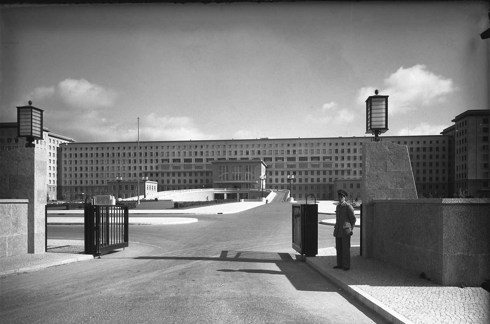 Hospital de Santa Maria, Lisboa (A. Passaporte, c. 1954)