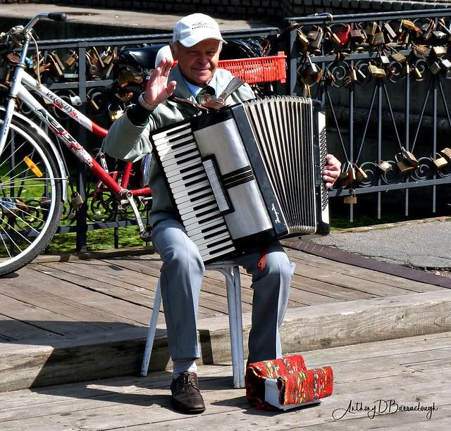 Street Musician 628a-1