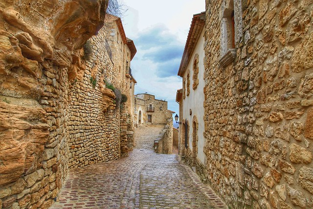 Between the Rocks. Culla, Spain