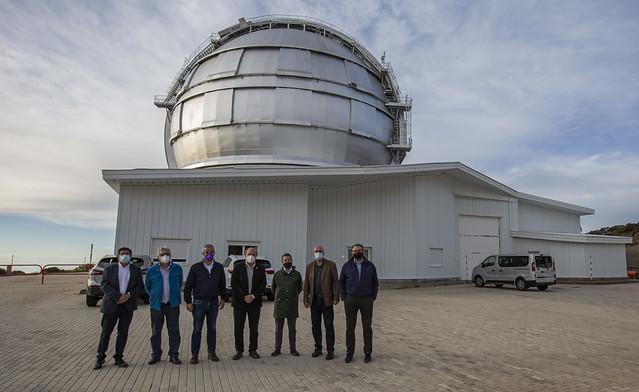 García-Page conoce el trabajo del Gran Telescopio Canarias dentro del proyecto StarLight