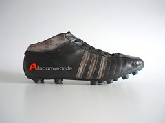 VINTAGE ADIDAS SOCCER SPORT SHOES / CLEATS