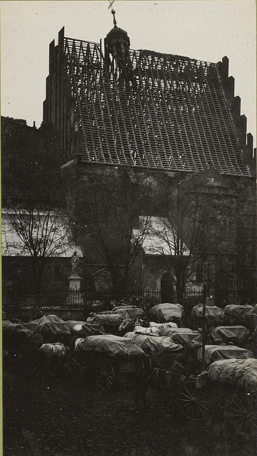 49. Древний костёл в городе Шидловце, крыша которого взорвана при отступлении немцами