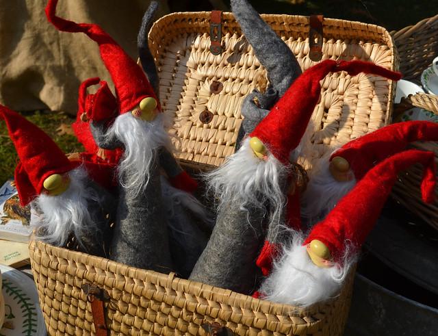 A Bucketful Of Santas [Strassoldo - 18 October 2020]