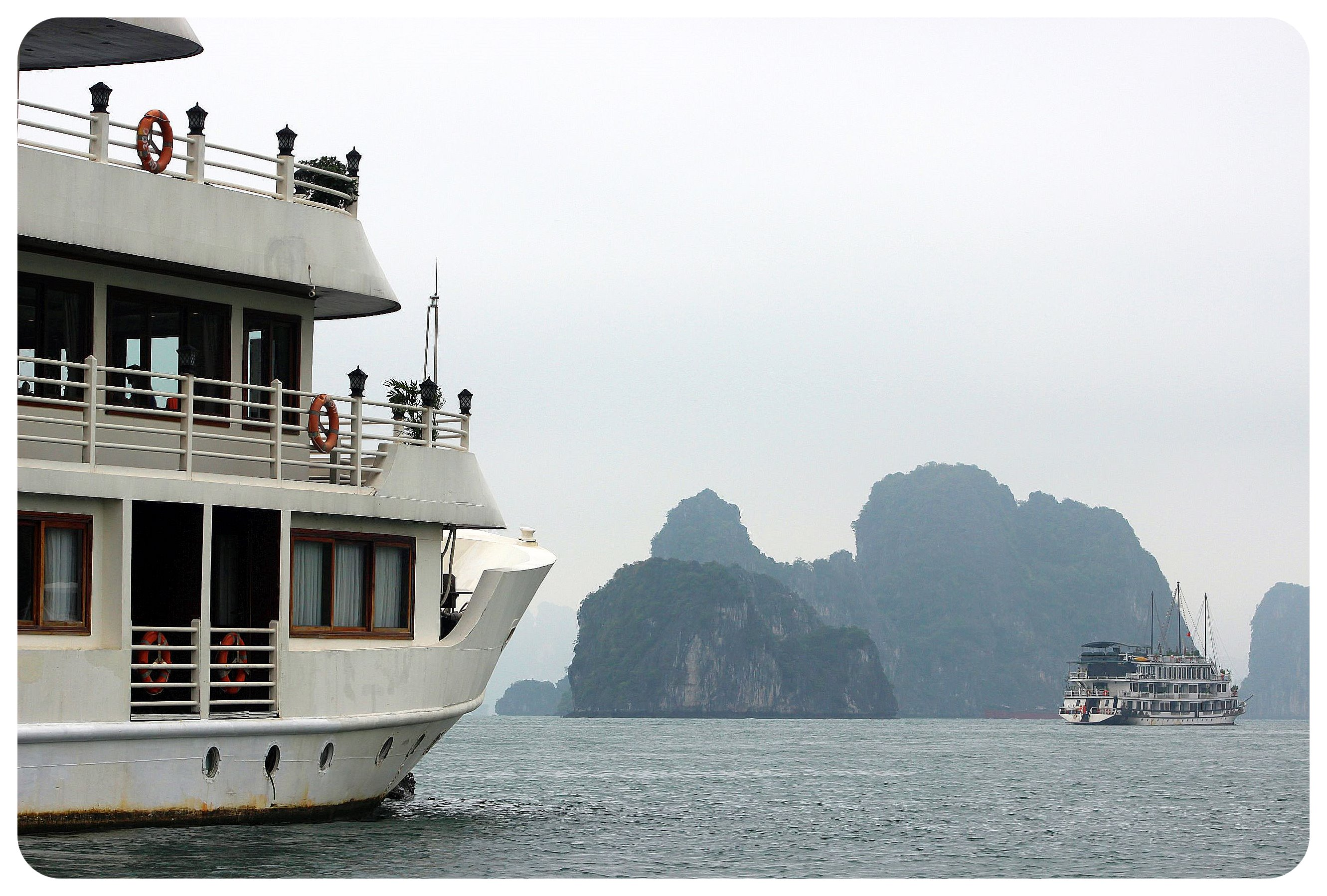 halong bay cruise boats