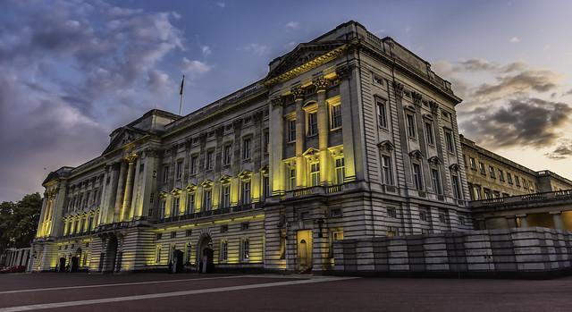 London...Buckingham Palace...
