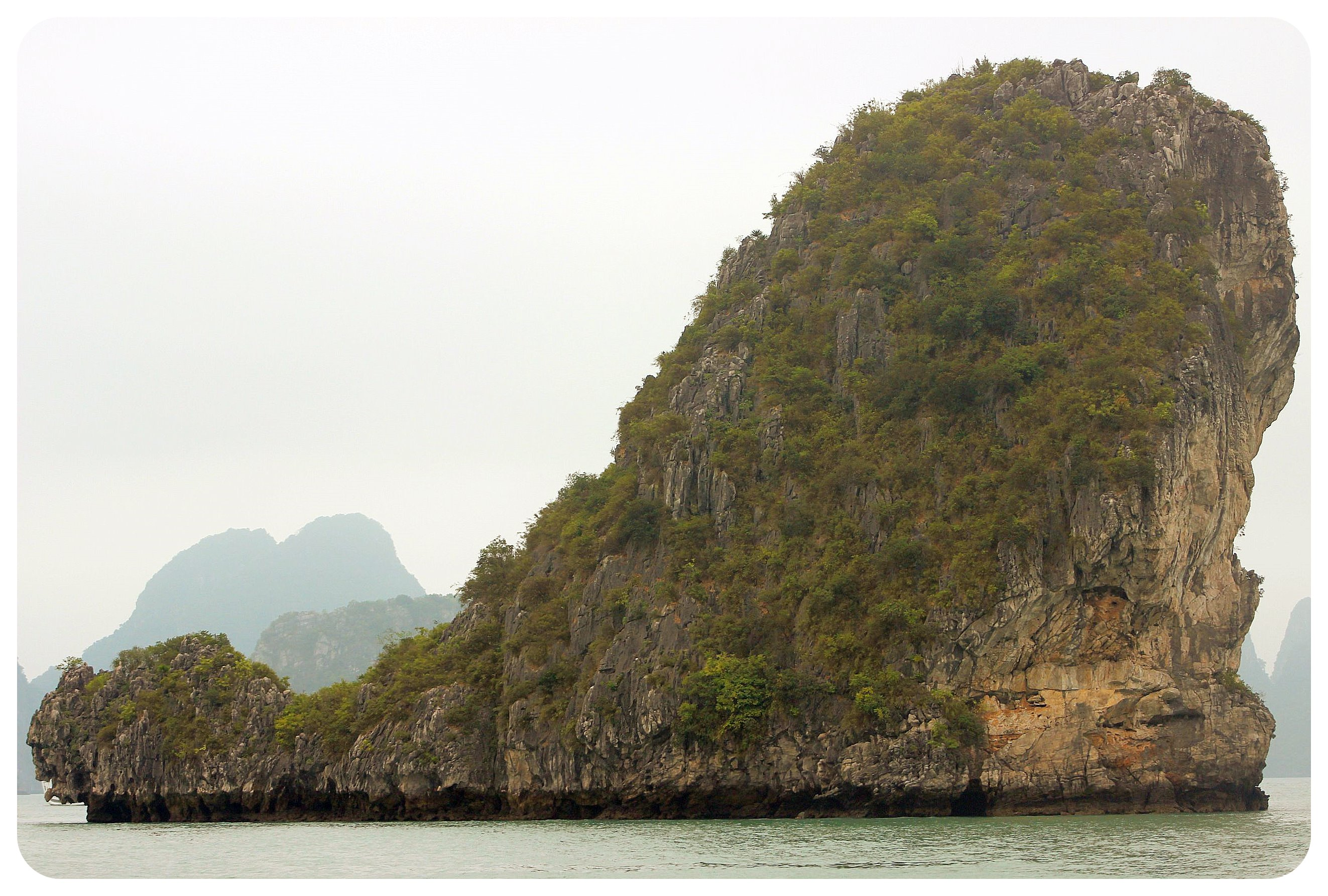 halong bay limestone rock