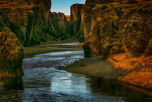 Walking along the canyon...