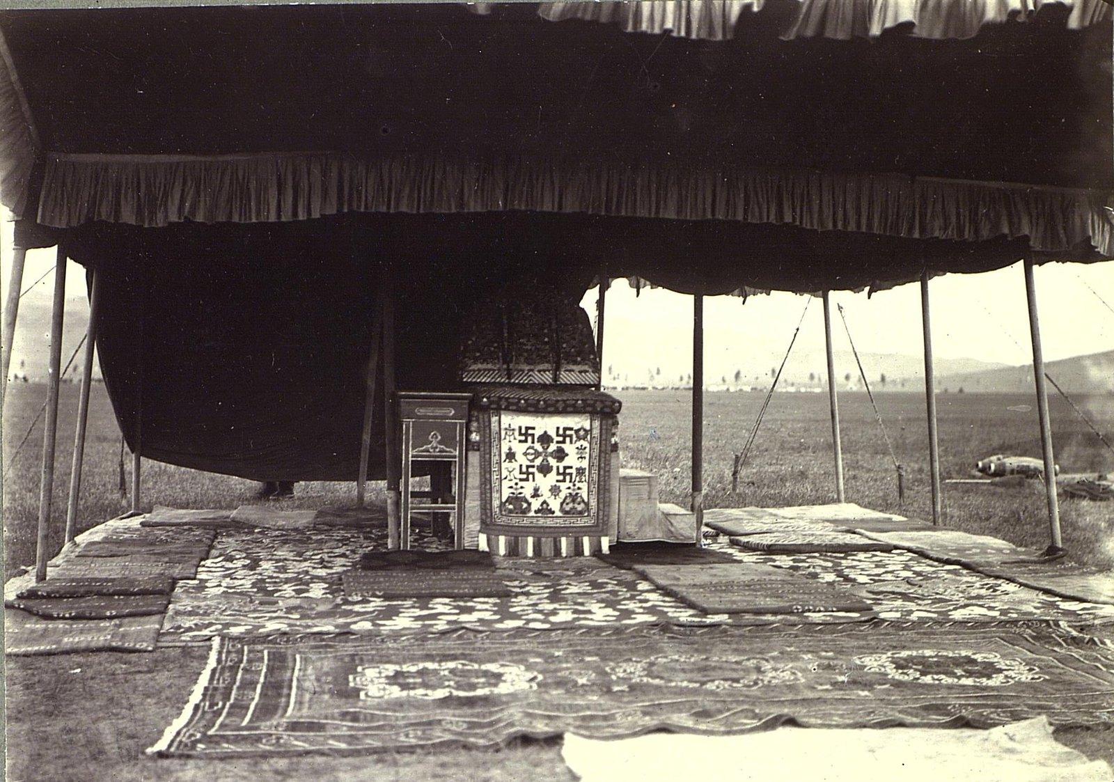 Палатка и кресло Богдо-Гегена