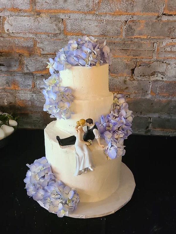 Cake by Juju's Cakes and Sweets