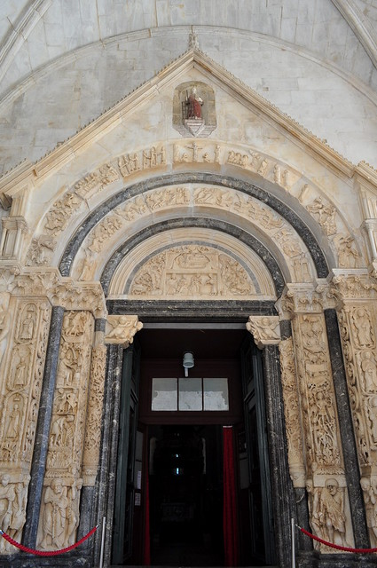 Portail occidental, 1240, Maître Radovan, cathédrale St Laurent, place Ivana-Pavla II, Trogir, comitat de Split-Dalmatie, Croatie.
