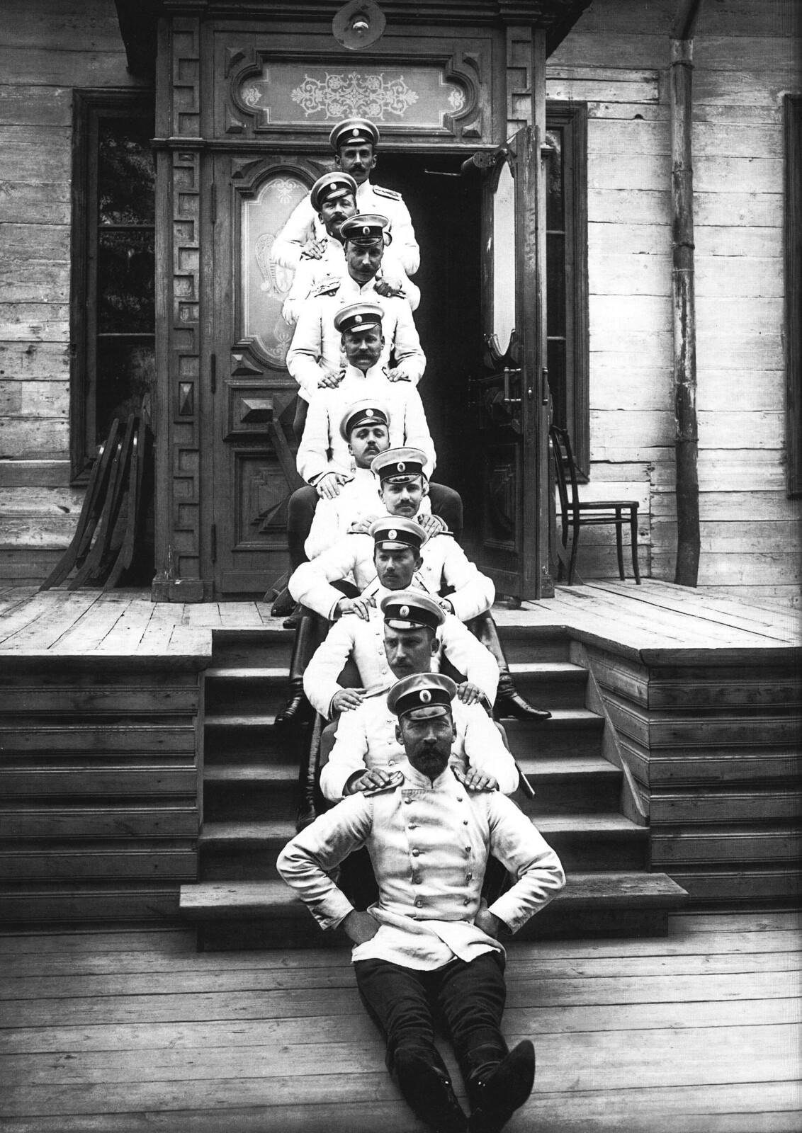1902. Группа офицеров Кирасирского полка. Царское Село
