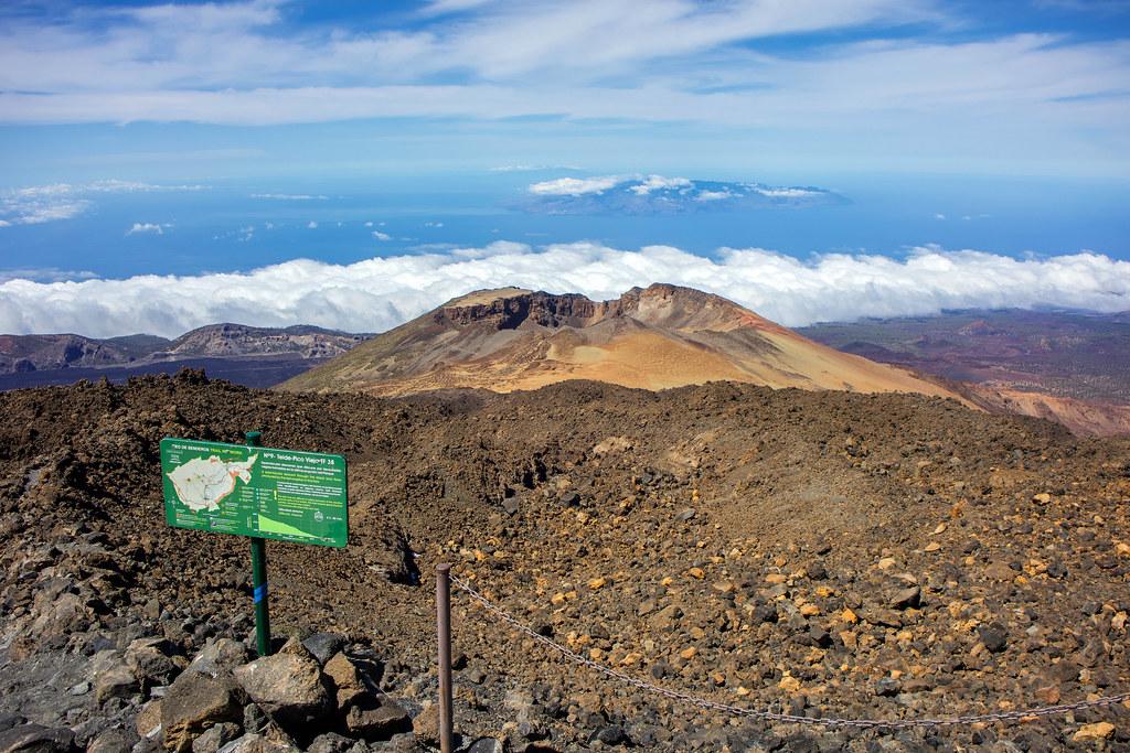 Cráter de Pico Viejos desde el sendero número 12