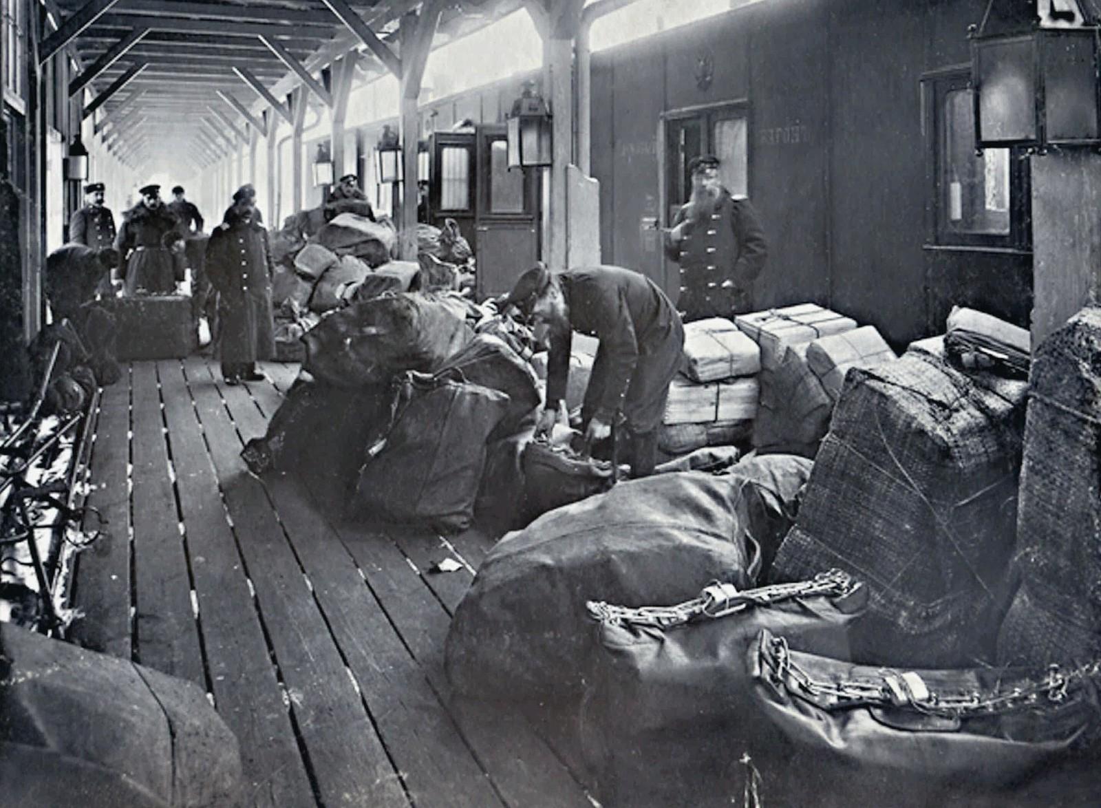 1901. Прием почты в почтовый вагон