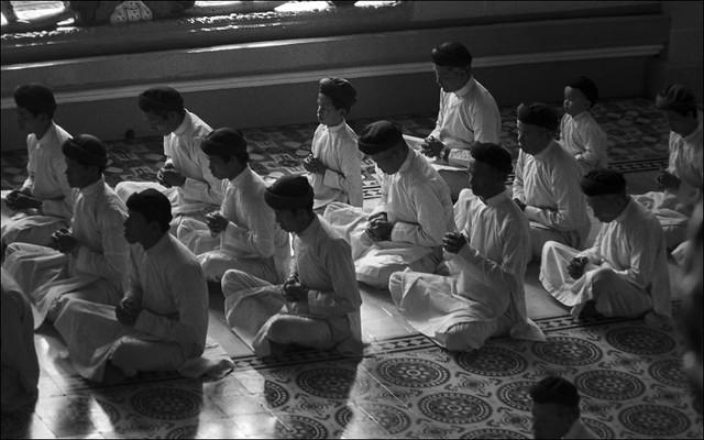 Cao Dai Temple   Kodak Tri-X   ..002