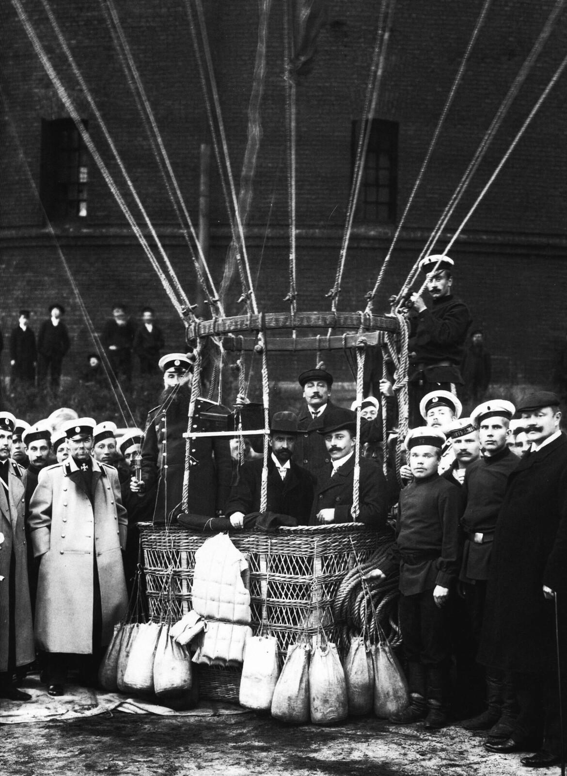 1903. Перед полётом