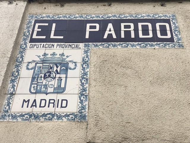 Azulejos que señalan El Pardo