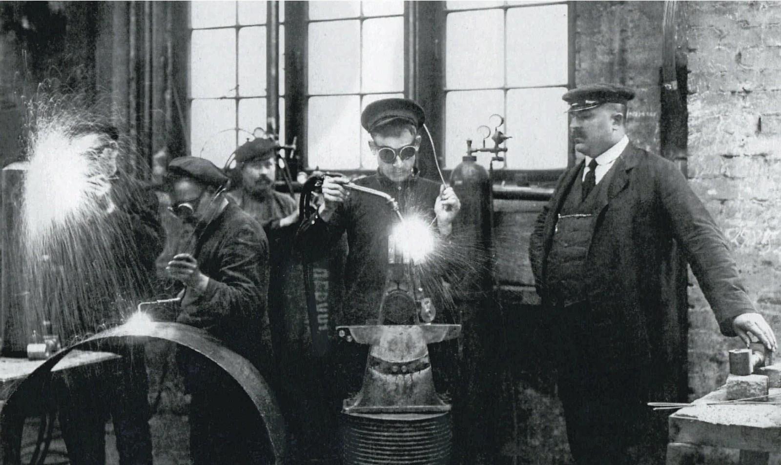 1905. Сварщики завода Людвига Нобеля