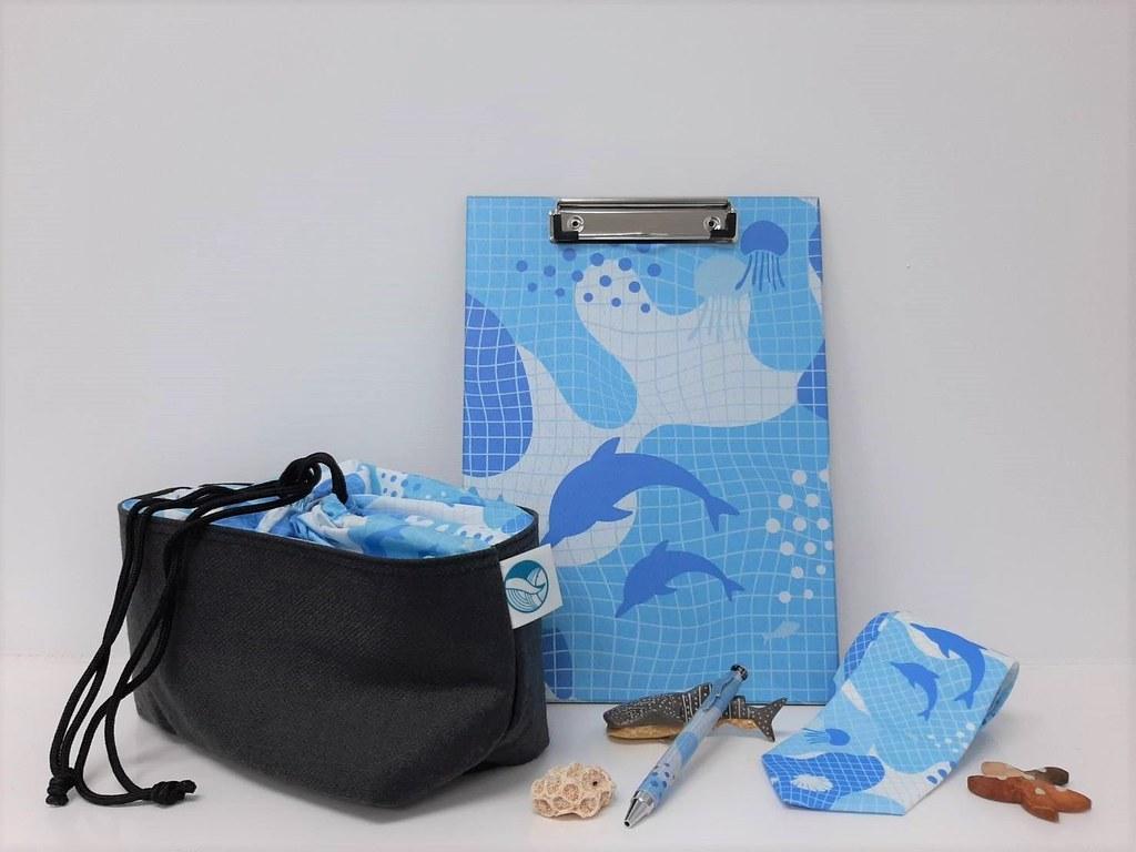 海保署海廢再生製品宣導品:領帶、束口袋、原子筆、板夾。照片來源:海保署