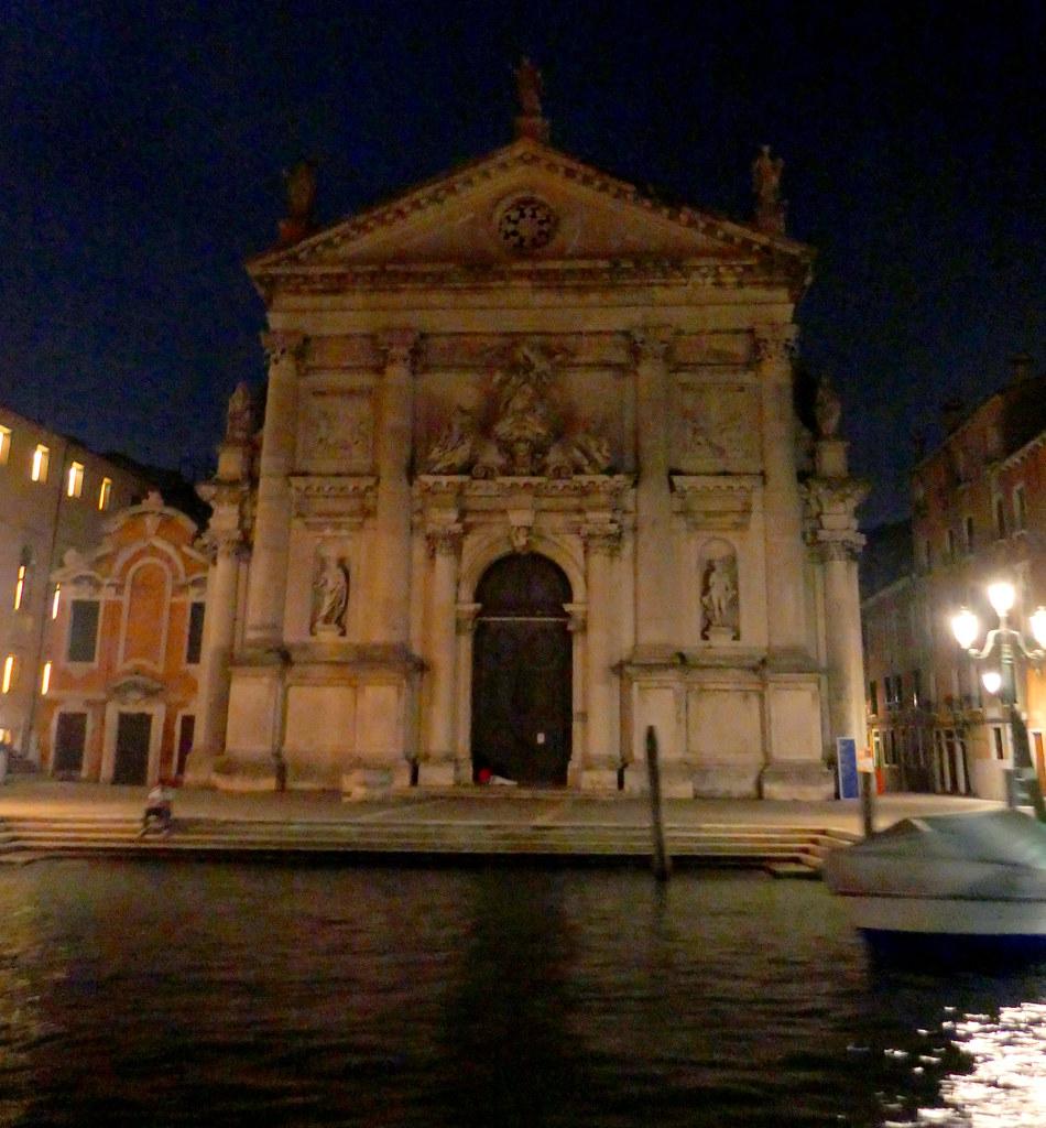 Dans la nuit vénitienne, église San Marcuola, Canal Grande, Venise, Vénétie, Italie.