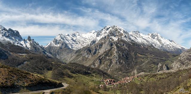 Picos de Europa- Sotres (panorámica de 6 fotos verticales)