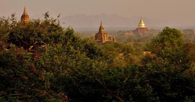 MYANMAR ,Burma - Old-Bagan, Sonnenuntergang mit Blick von der imposanten Shwesandaw-Pagode(Tempel), 78293/13573