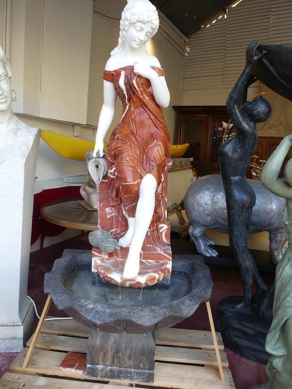 fontaine en marbre ( avec la pompe intégrée )