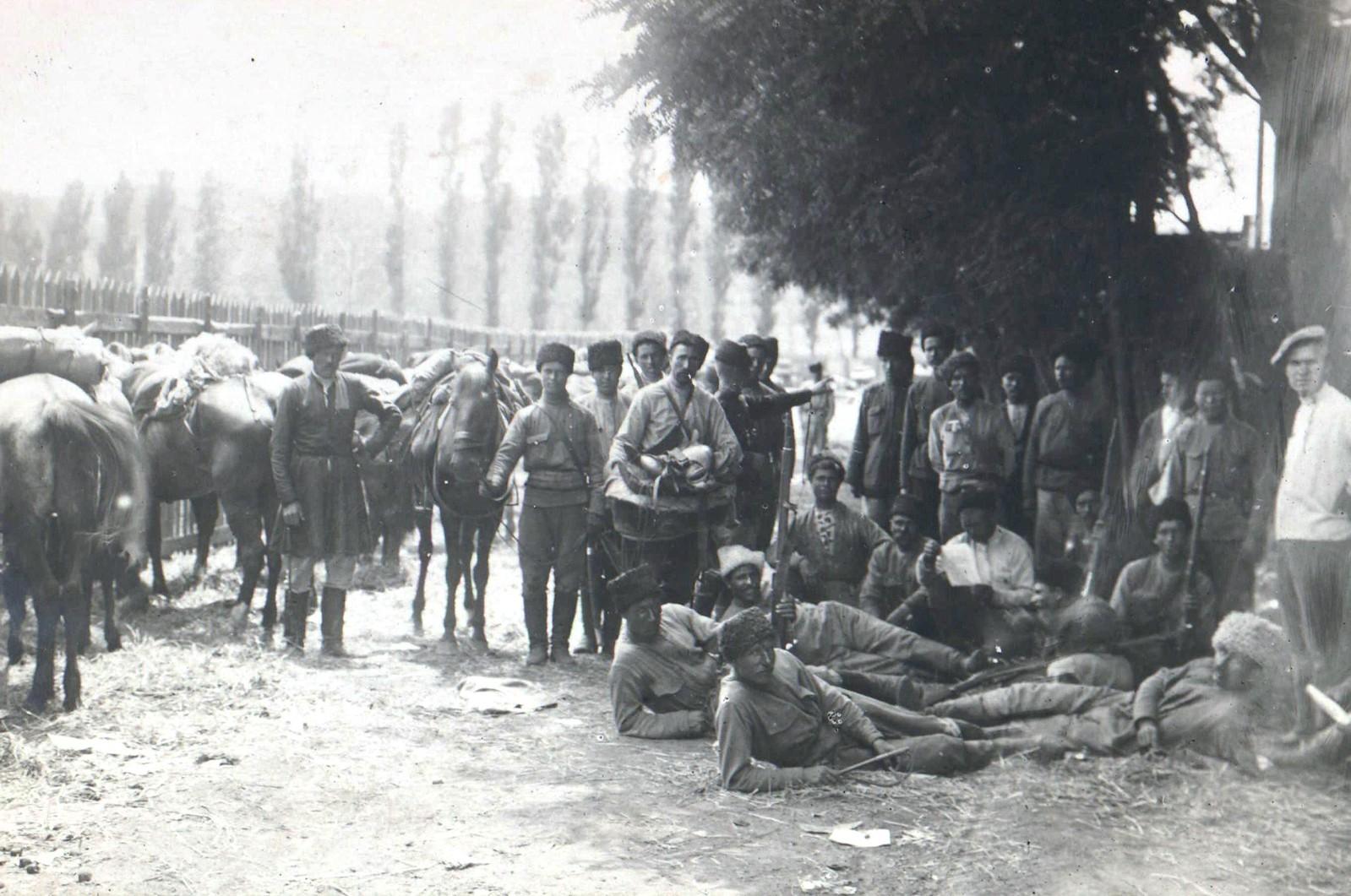 202. 1919. Войска 1-й Кавказской конной дивизии в освобожденном Екатеринославе