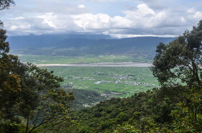 紅石林道管制站俯瞰關山鎮及海岸山脈