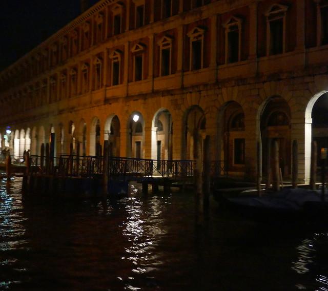 Dans la nuit vénitienne, le Fabbriche, Canal Grande, Venise, Vénétie, Italie