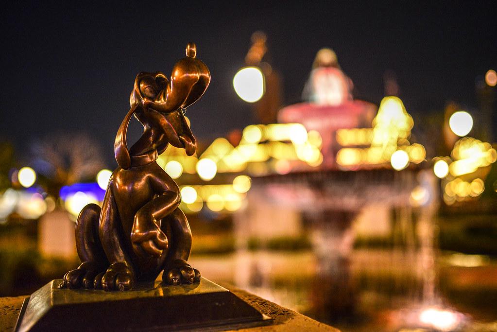 Pluto night MK fountain