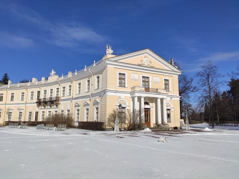 Левое крыло Павловского дворца