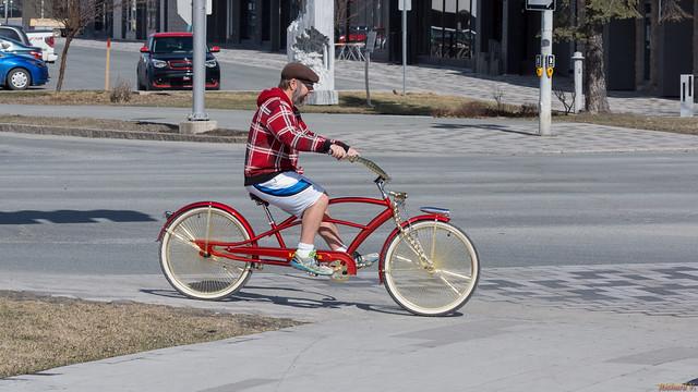 Beau vélo rouge, Saint-Geoges - Beauce, PQ, Canada - 3912