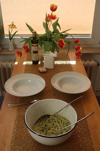 Bavette mit Avocado-Soße (Tischbild)