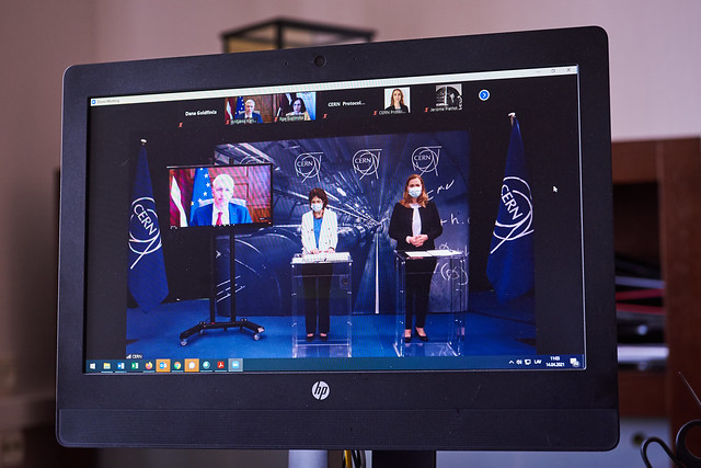 14.04.2021. Ministru prezidents Krišjānis Kariņš paraksta līgumu par Latvijas pievienošanos Eiropas Kodolpētniecības organizācijai asociētās dalībvalsts statusā
