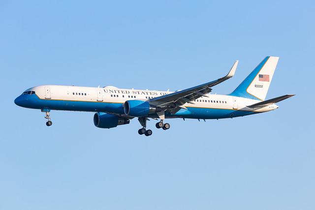 USAF C32-A (98-0002) landing in Brussels (EBBR)
