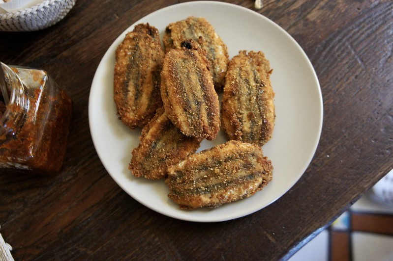 Fried sarde beccafico