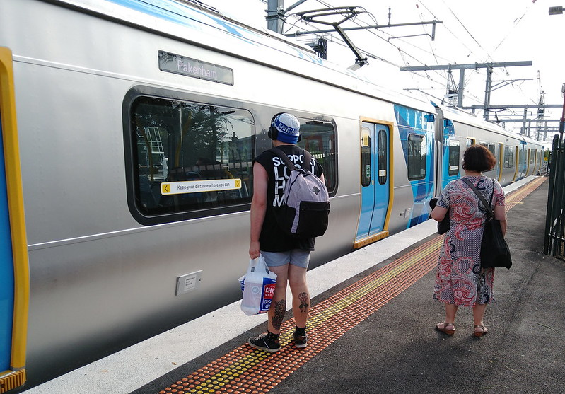 Evolution/HCMT train arriving Caulfield