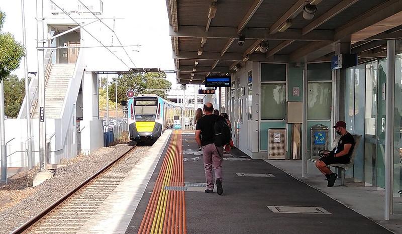 Evolution/HCMT train leaving Westall