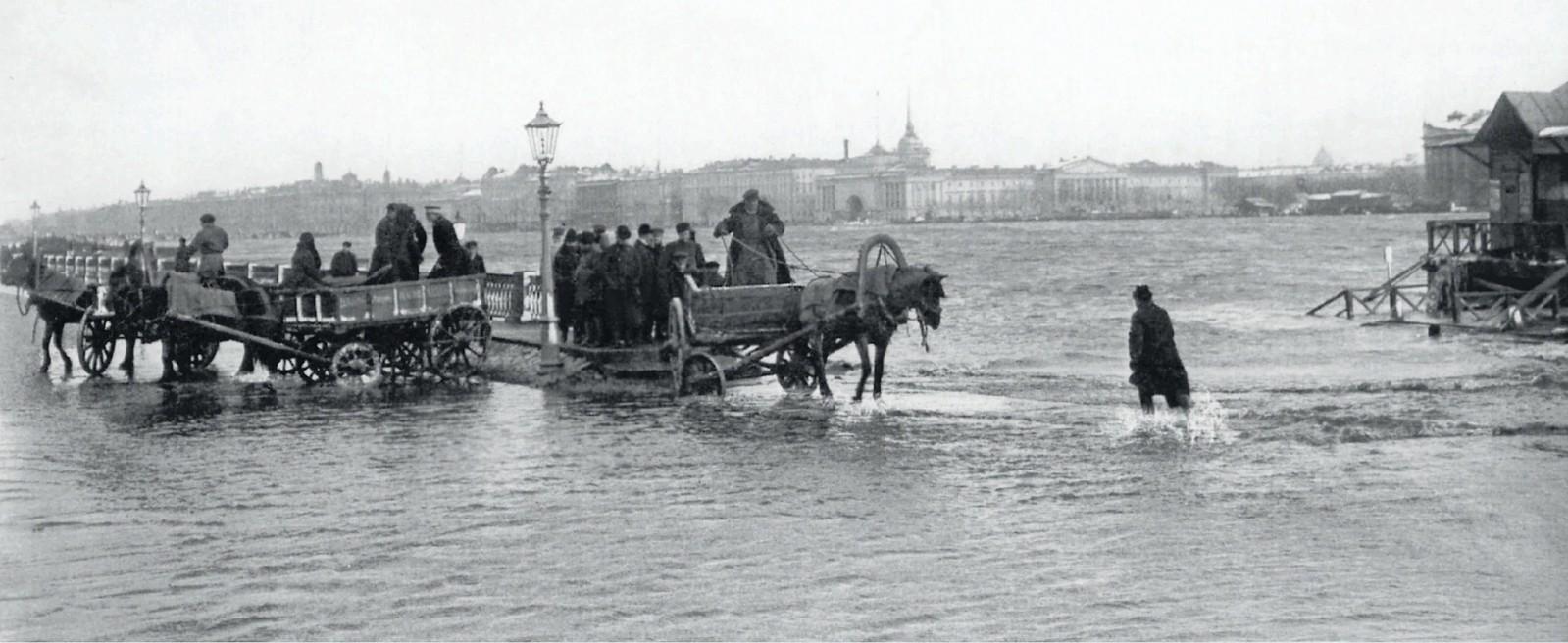 1903. Наводнение. Вид на Неву с университетской набережной. 12 октября