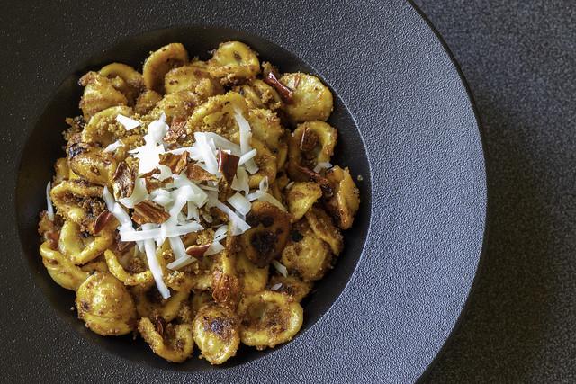 Orecchiette peperoni cruschi e mollica
