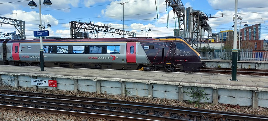 220002 at Manchester Piccadilly