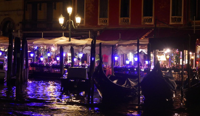 Dans la nuit vénitienne, terrasses et dîneurs, Canal Grande, Venise, Vénétie, Italie