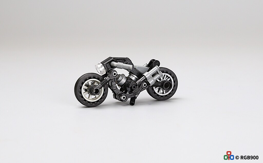 The reason for the design of this motorcycle is to design it with some retro elements and modern style, so I want to call it Black Panther