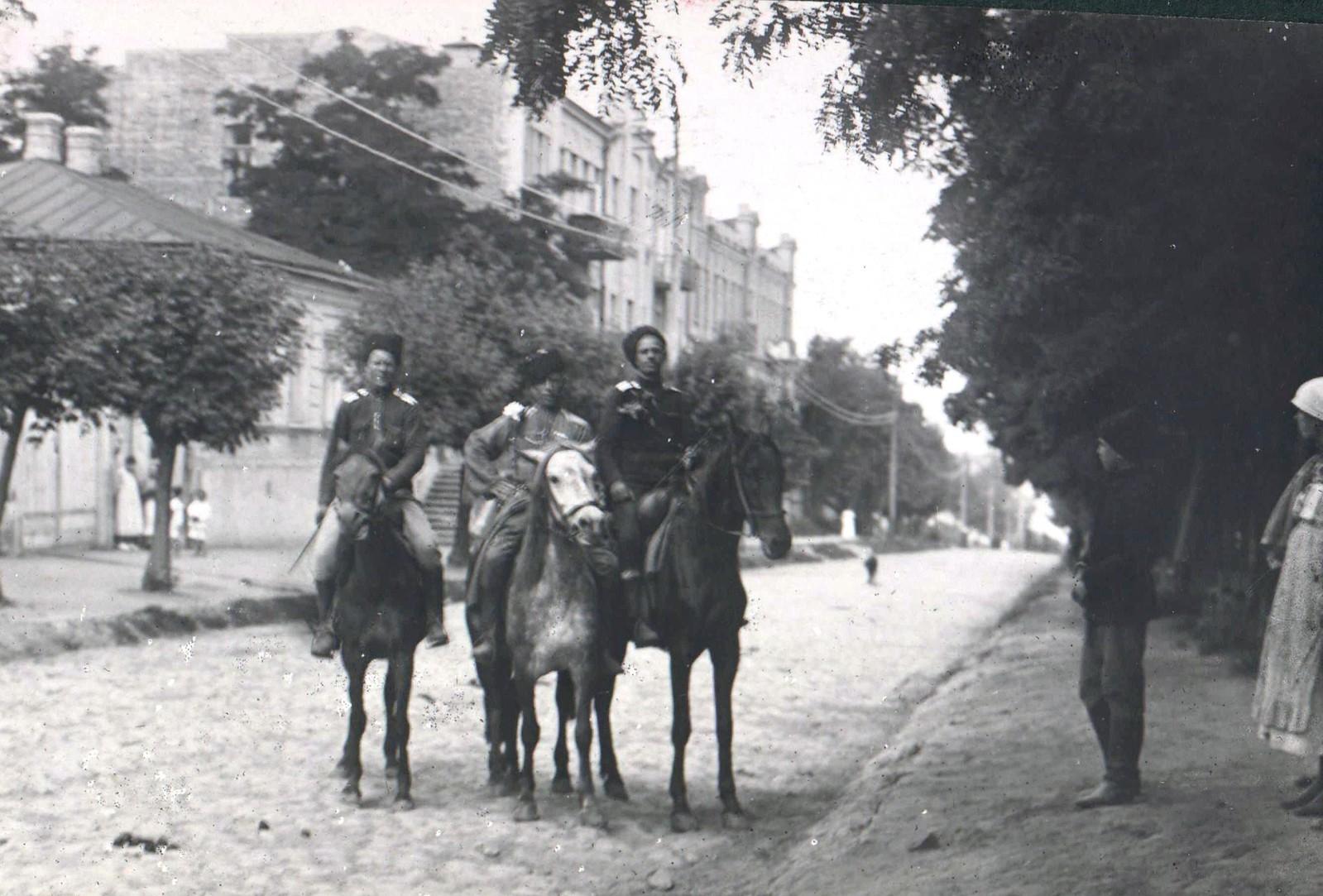 203. 1919. Войска 1-й Кавказской конной дивизии в освобожденном Екатеринославе