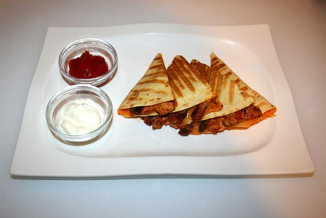 37 - Turkey Fajita Quesadilla - Served / Serviert