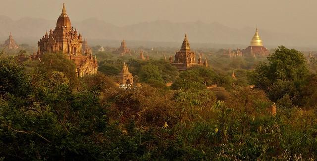 MYANMAR ,Burma - Old-Bagan, Sonnenuntergang mit Blick von der imposanten Shwesandaw-Pagode(Tempel), 78296/13576