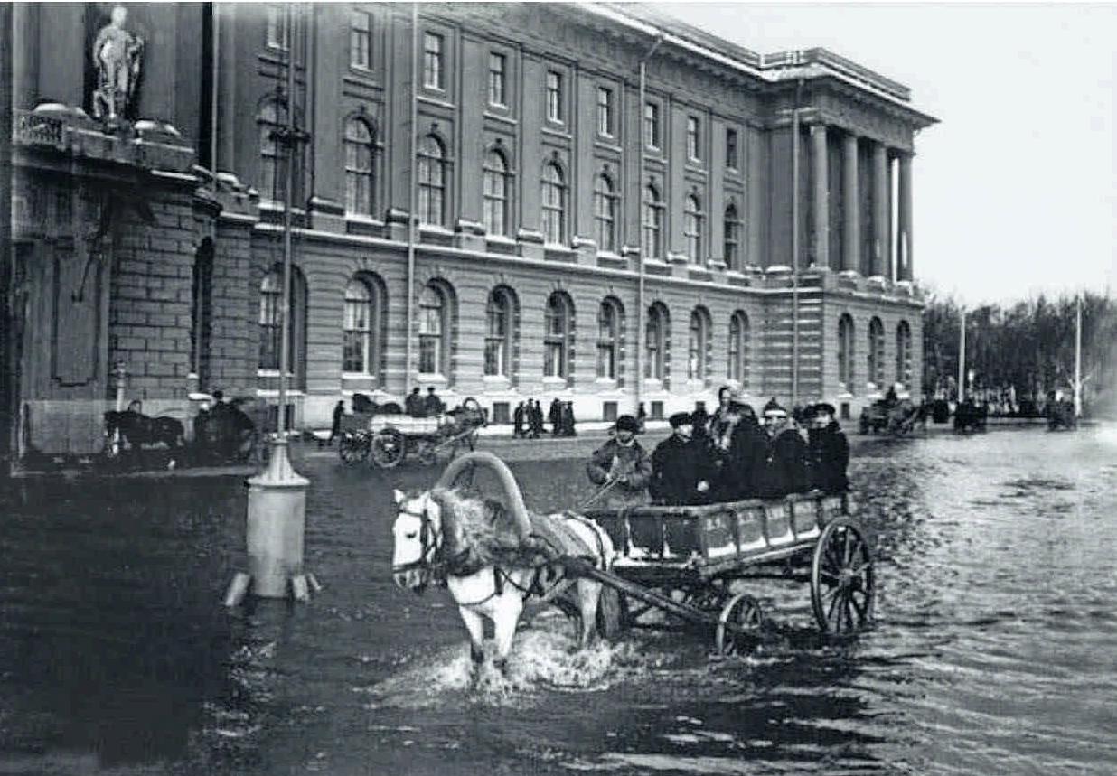 1903. Наводнение. Возле Академии Художеств. 12 октября