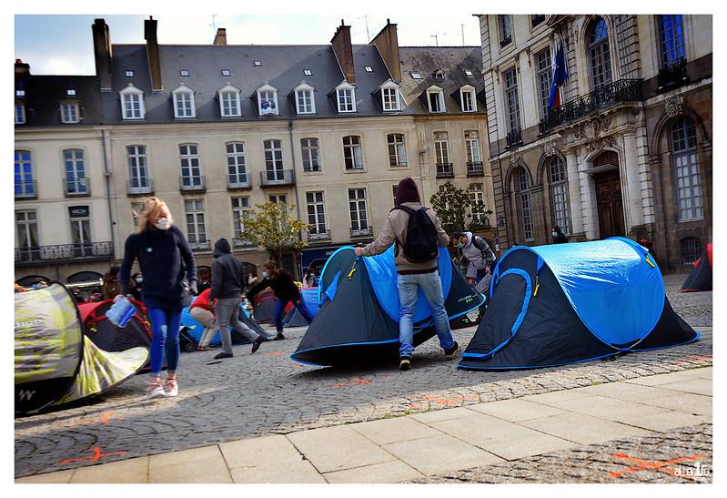 [14 avril 2021] – Un jour, une photo : « 37 personnes dont 24 enfants dormiront dans les rues de Rennes ce soir »