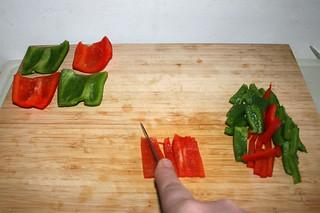 11 - Cut bell pepper in stripes / Paprika in Streifen schneiden