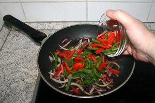22 - Add bell pepper / Paprika hinzufügen